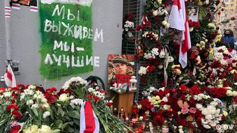 Цветы и свечи в Минске в память об убитом Романе Бондаренко