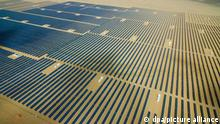 30.06.2018, China, Haixi: Aerial view of arrays of solar panels at a photovoltaic power station in Xitieshan town, Haixi Mongol and Tibetan Autonomous Prefecture, northwest China's Qinghai province, 30 June 2018. China's thinly populated Qinghai province, located in the country's northwest next to Tibet, got all of its energy needs from renewable sources for 15 consecutive days, marking a new record as Beijing tries to wean the country off its traditional dependence on dirtier coal. Qinghai's relatively sparse population of about 6 million, combined with its high altitude at the base of the Himalayas, make it an ideal candidate for such renewable energy self-sufficiency from sources including hydropower, solar and wind. Its high altitude means sun is more intense than in other locations, and fast-flowing water sources are also more common. Relatively less vegetation at such heights also makes wind power more practical. Foto: Stringer/dpa |