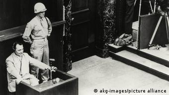 Hermann Goering devant le tribunal à Nuremberg en 1946