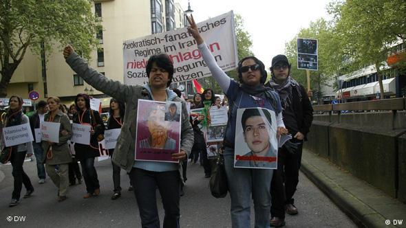 اعتراض گروهی از ایرانیان به سرکوب و اعدام مخالفان در شهر کلن