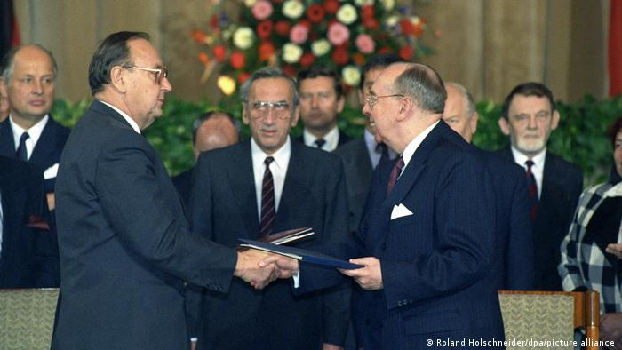 W listopadzie 1990 roku został podpisany Polsko-niemiecki traktat graniczny