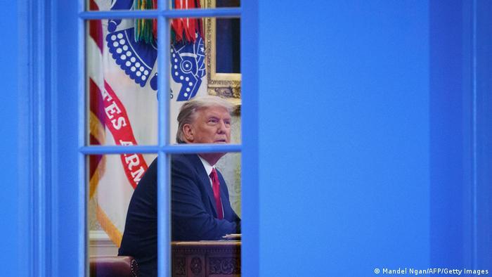 Presidente dos EUA, Donald Trump, no Salão Oval da Casa Branca após pronunciamento no Rose Garden