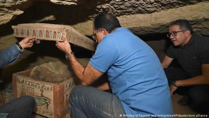 مومیاییها متعلق به دوران تسلط سلسله بطلمیوس بر مصر هستند که از حدود سال ۳۲۰ قبل از میلاد برای حدود ۳۰۰ سال بر مصر حکومت میکردند.