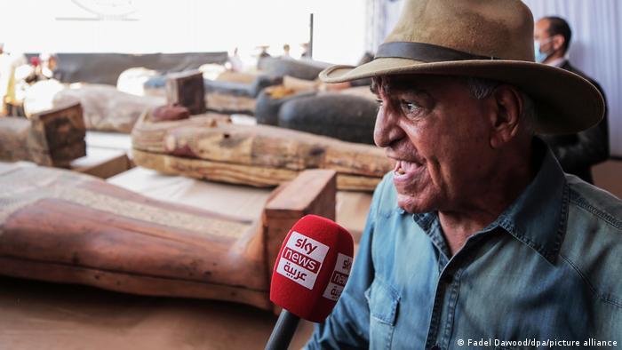 زاهی حواس، باستانشناس مصری، به خبرنگاران گفت که ۵۹ تابوت کشفشده از حدود ۲۶۰۰ سال پیش تاکنون باز نشده و دستنخورده باقی ماندهاند.