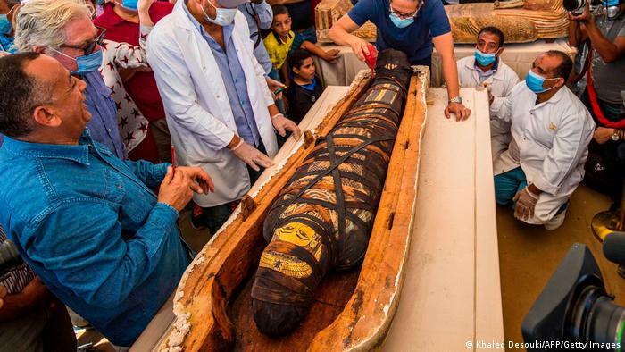 بسیاری از تابوتهای تازه کشفشده حاوی مومیایی بود.