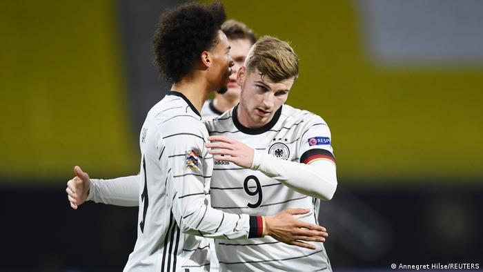 Німецькі футболісти Лерой Сане (зліва) і Тімо Вернер