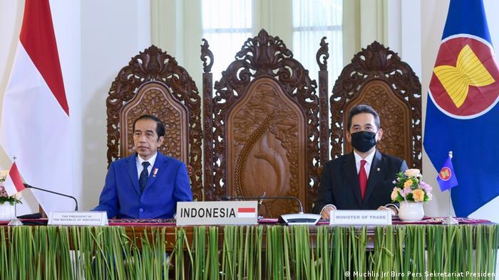 Presiden Joko Widodo di Bogor, Jawa Barat pada seremoni penandatanganan RCEP, Minggu 15 November 2020 (Muchlis Jr/ Biro Pers Sekretariat Presiden)