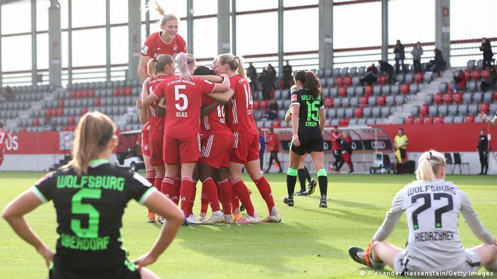 Frauenfußball Bundesliga | FC Bayern v VfL Wolfsburg