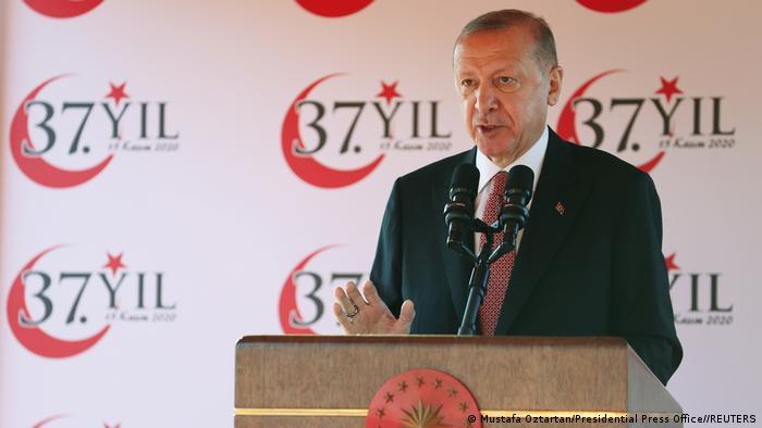 Der türkische Präsident Recep Tayyip Erdoğan spricht den Feierlichkeiten zum 37. Jahrestag der Unabhängigkeitserklärung der Türkischen Republik Nordzypern in Nikosia am 15. November 2020