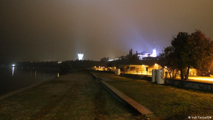 S novim osvjetljenjem toranj je postao dominantna građevina u vizuri grada i dolazite li u Vukovar cestom ili Dunavom, dočekat će vas prepoznatljiva i jedinstvena veduta. (Vuk Tesija/DW)