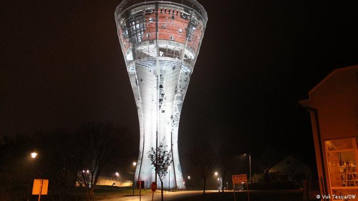 Vukovarski vodotoranj 30. listopada 2020. je otvoren za javnost nakon trogodišnje konzervacije i obnove. Simbol otpora Grada-heroja sačuvan je u originalnom stanju i pokazuje svu brutalnost rata u kojem je prije 29 godina Vukovar sravnjen sa zemljom. (Vuk Tesija/DW)