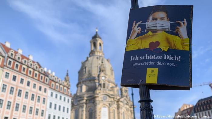 Плакат з закликои носити маску у столиці Саксонії Дрездені