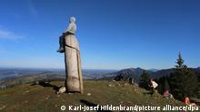 BdT «Kulturdenkmal» Holzpenis auf dem Grünten steht wieder