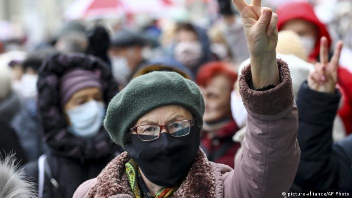 Участница марша пенсионеров