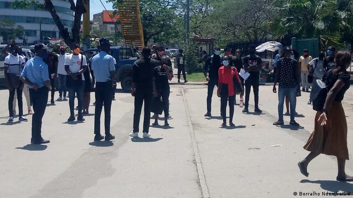 Cidadãos angolanos pedem justiça, em Luanda, no caso da morte do jovem Inocêncio Matos