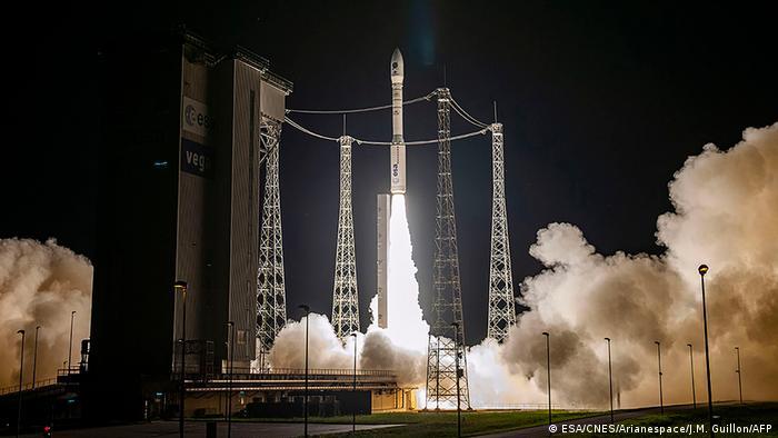 Start der Vega-Rakete im September vom Raumfahrtzentrum Kourou in Französisch-Guyana aus (Foto:ESA/CNES/Arianespace/J.M. Guillon/AFP)
