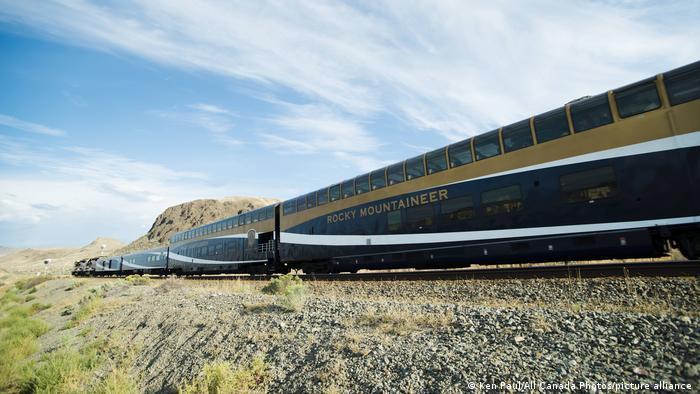 Un medio de transporte también ha sido seleccionado por Lonely Planet en su ranking. El tren canadiense Rocky Mountaineer es particularmente sostenible porque ha reducido las emisiones de CO₂. Además, la parte canadiense de las montañas Rocosas se puede cruzar fácilmente en ferrocarril. Tampoco falta el lujo: los vagones cuentan con ventanas panorámicas, ascensores y restaurante.