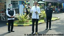 Indonesien Bogor Präsident Joko Widodo in geplantem Corona Impfzentzrum