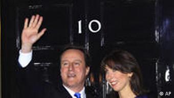 David Cameron vor Downing Street 10 Mai 2010