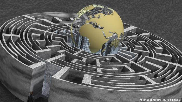 Symbolbild Labyrinth Weltkugel