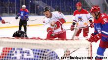 Putin und Lukaschenko spielen Eishockey in Sotschi