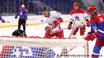 В Сочи правитель Белаурси Александр Лукашенко играл в хоккей с президентом России Владимиром Путиным, февраль 2019 года