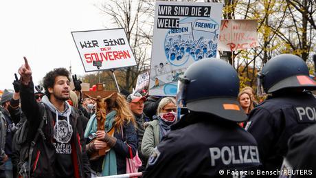 Διαδηλώσεις έξω από τη γερμανική βουλή