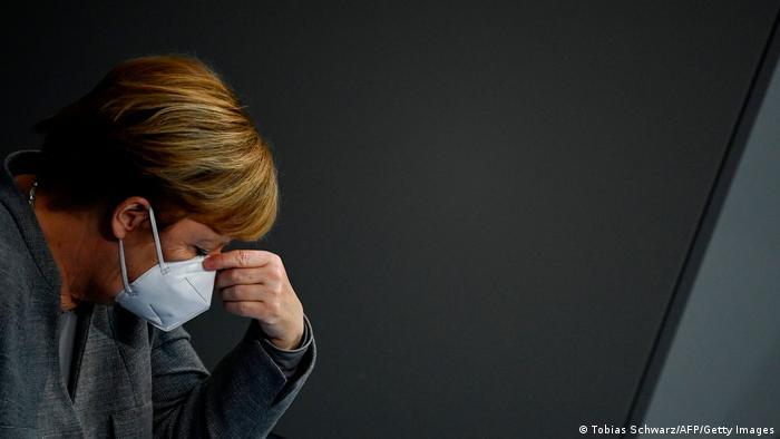Канцлер ФРГ Ангела Меркель в маске