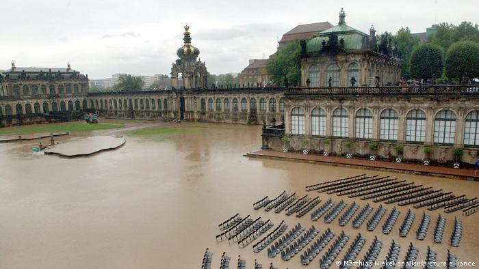 Der Zwinger in Dresden ist komplett mit matschigem Wasser vollgelaufen (Matthias Hiekel).