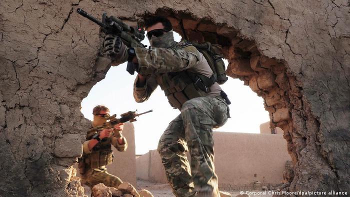 Soldados miembros del Grupo de Operaciones Especiales (SOTG) de Australia en Afganistán, en esta foto tomada el 18.11.2010.