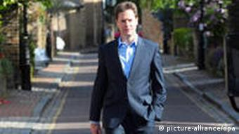 REPEATING WITH CORRECT DATE: The leader of the British Liberal Democrats Party Nick Clegg, strides towards the media to give a statement from outside his house in south London early May 11, 2010. His party is discussing coalition possibilities with both of the major parties, Conservative and Labour, following the 'stalemate' general election with no party having a clear majority to govern. EPA/FACUNDO ARRIZABALAGA +++(c) dpa - Bildfunk+++