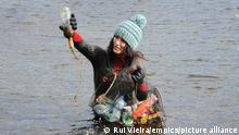 Großbritannien Beddgelert Villag | Plastikmüll im Wasser