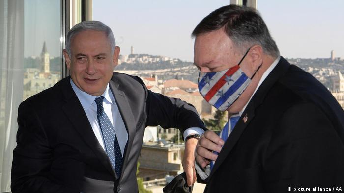 US Secretary of State Mike Pompeo (right) and Israeli Prime Minister Benjamin Netanyahu (left) meet in West Jerusalem
