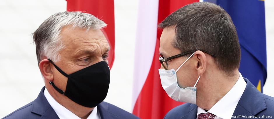 Szefowie rządów Węgier i Polski: Viktor Orban (l.) i Mateusz Morawiecki