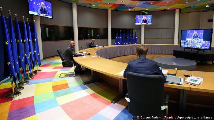 Ratspräsident Charles Michel, allein in Brüssel beim Video-Gipfel mit 27 EU-Staaten
