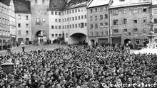 Black and white photo of the crowd in Landsberg's main square on January 7, 1951