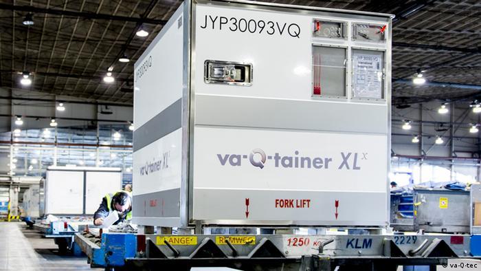 Für den Transport des empfindlichen Impfstoffs werden spezielle Thermocontainer benötigt