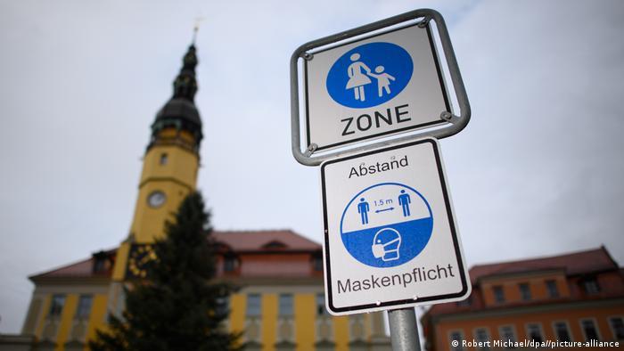 Предписание соблюдать дистанцию и носить маску в городе Баутцене, Саксония