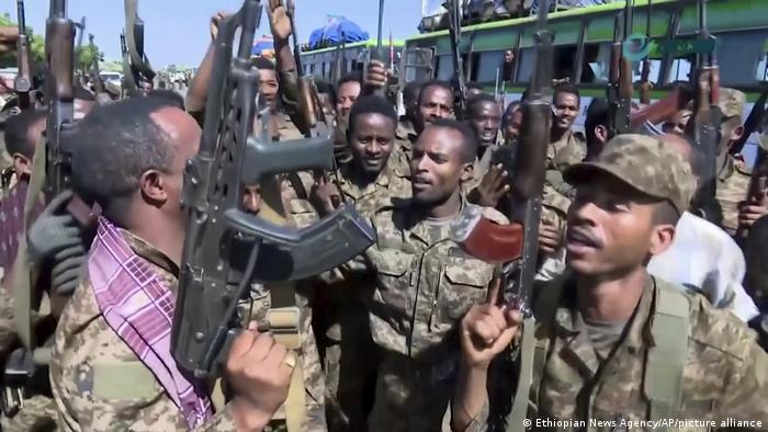 Ethiopian soldiers cheering and dancing on the border of Tigray