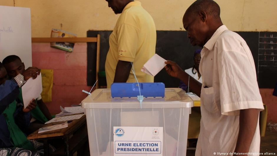 Por primera vez, Burkina Faso organiza unos comicios en los que no puede votar todo el electorado debido a la crisis de seguridad. Imagen de archivo (29.11.2015).