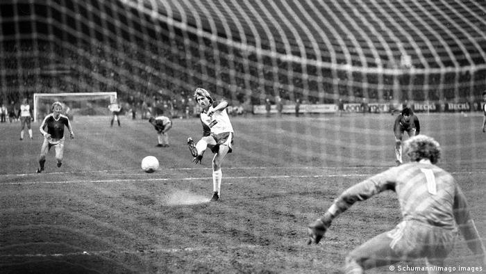 Fußball Bundesliga Michael Kutzop SV Werder Bremen Elfmeter gegen FC Bayern München