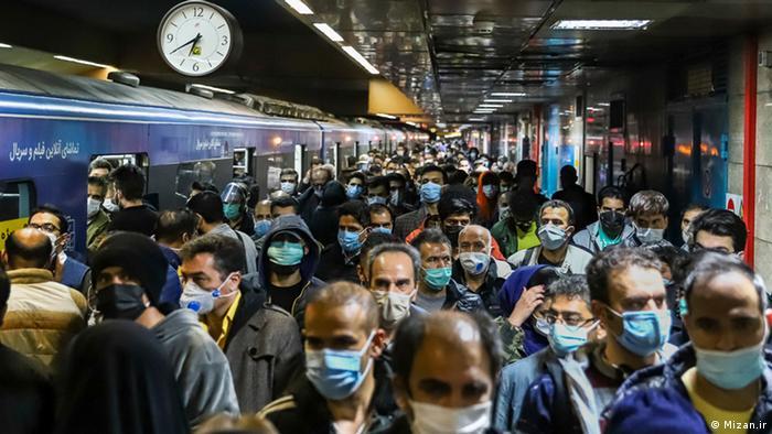 بر اساس مصوبه ستاد ملی مقابله با کرونا از روز ۲۰ آبان واحدهای صنفی (غیر ضروری) از ساعت ۱۸ تعطیل اعلام شدند. در این ساعت تهران با ترافیک سنگین و مترو مملو از جمعیت شد.