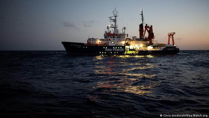 Le navire humanitaire Sea-Watch sauve les migrants en Méditerranée
