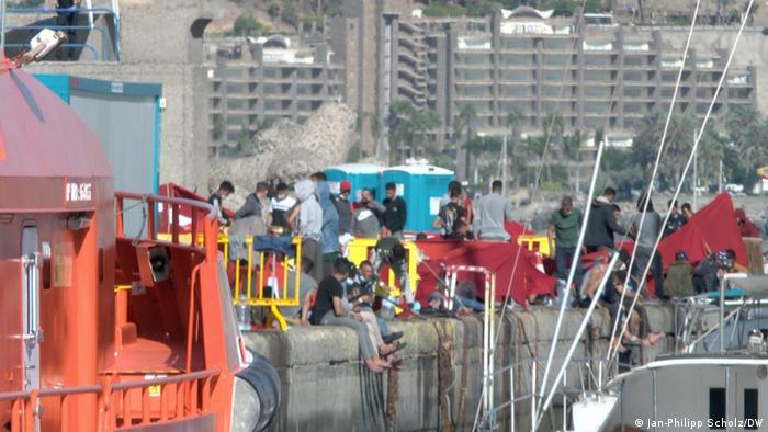 Displaced people from a distance on Gran Canaria