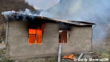 Brennende Häuser als Zeichen der tiefen Abneigung der Armenier gegenüber den nachrückenden Aserbaidschanern