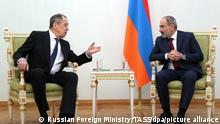 21.11.2020, Armenien, Yerevan: YEREVAN, ARMENIA - NOVEMBER 21, 2020: Russia's Foreign Minister Sergei Lavrov (L) and Armenia's Prime Minister Nikol Pashinyan during a meeting. Russian Foreign Ministry Press Office/TASS Foto: Russian Foreign Ministry Press O/TASS/dpa |