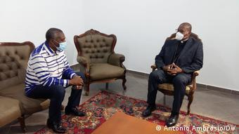Angola Abel Epalanga Chivukuvuku und Bispo da Diocese de Caxito