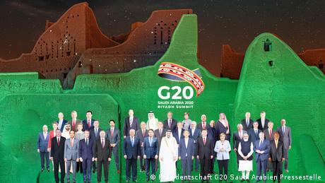 Foto de grupo de la reunión del G20 en Arabia Saudí, esta vez en formato fotomontaje, debido a que la cumbre fue por videoconferencia debido a la pandemia de coronavirus.