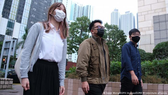 Hongkong Aktivisten Agnes Chow, Ivan Lam and Joshua Wong vor Gericht