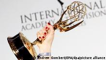 ARCHIV - 21.11.2016, USA, New York: Die Trophäe des International Emmy Awards wird bei der 44. Verleihung hochgehoben. Mit zwei Nominierungen geht Deutschland am 23.11.2020 in die diesjährige Verleihung der International Emmys. (zu dpa International Emmys werden verliehen - Deutschland zweimal nominiert) Foto: Andrew Gombert/EPA/dpa +++ dpa-Bildfunk +++ |